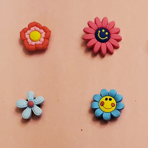 Flower set croc charms